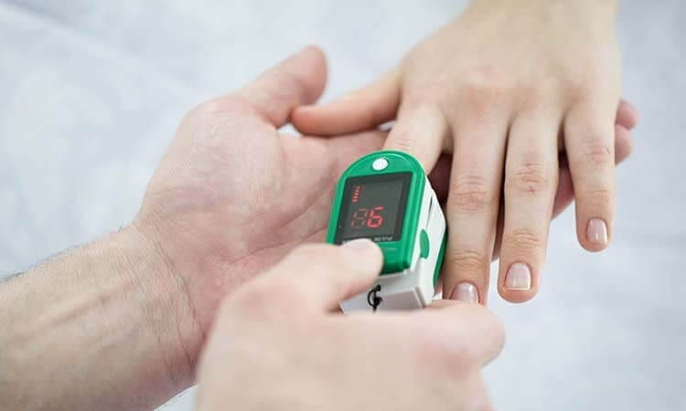 How-to-Use-A-Fingertip-Pulse-Oximeter-For-Health-Check